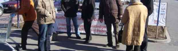 Infostand mit MdL Muthmann am Samstag, 26.02.2011 auf dem Lidl-Parkplatz